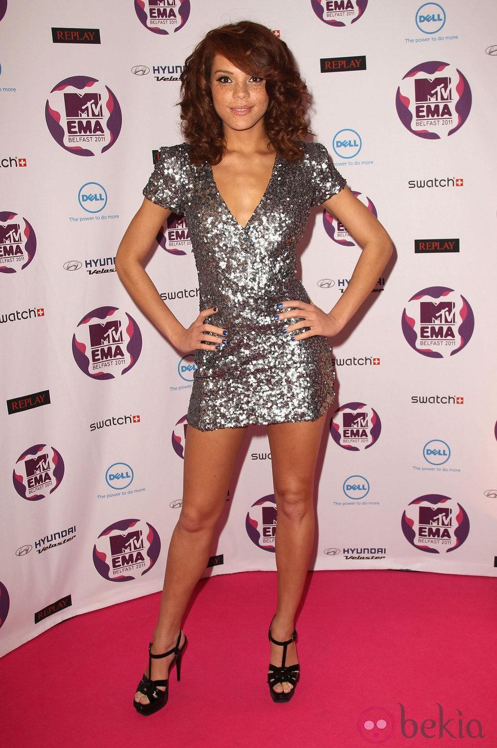 Peinado Jade Thompson con la melena rizada en los MTV EMA 2011