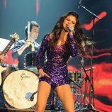Peinado de Selena Gomez con el flequillo recogido en los MTV EMA 2011