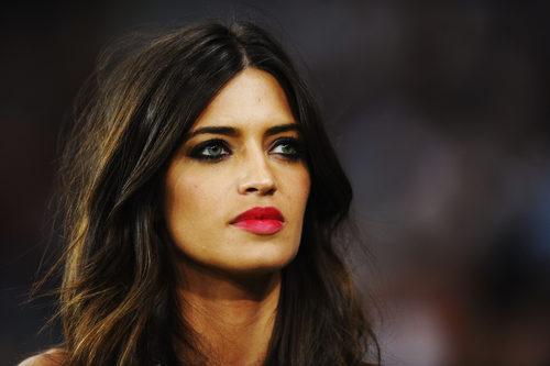 Sara Carbonero apuesta por los labios rojos