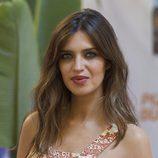 Sara Carbonero resalta sus mejillas con un colorete en tono tierra