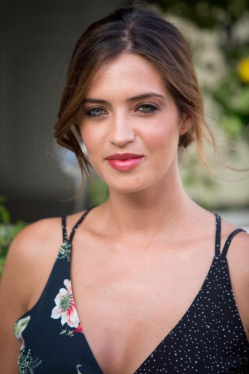 Sara Carbonero apuesta por un colorete coral para dar vida a su rostro