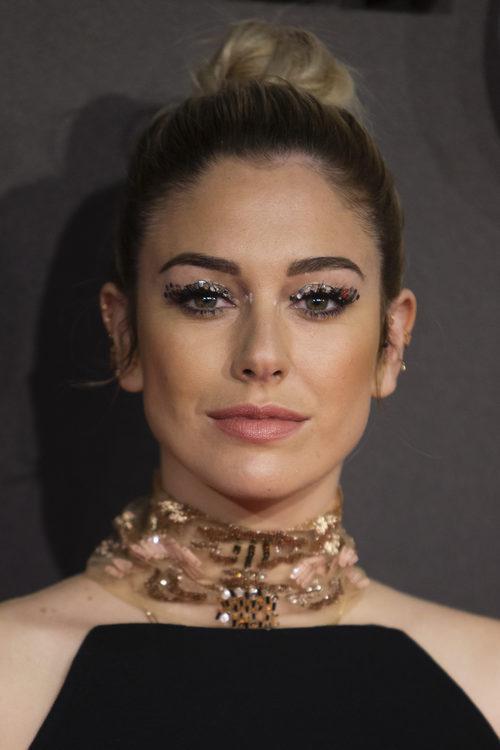 Blanca Suárez da color a su rostro con polvos bronceadores