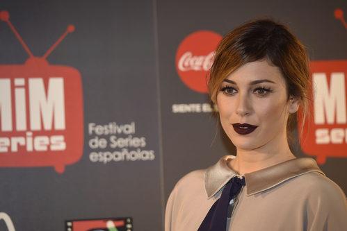 Blanca Suárez se arriesga con los labios burdeos