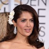 Salma Hayek adorna su peinado con una flor