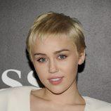 Miley Cyrus apuesta por un labial nude