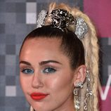 Miley Cyrus maquilla la waterline de azul
