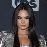 Demi Lovato opta por un look ahumado en negro