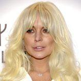 Lindsay Lohan con el pelo muy rubio