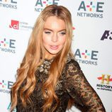 Lindsay Lohan con el pelo suelto y una horquilla