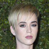 Katy Perry enmarca su mirada con unas voluminosas pestañas postizas