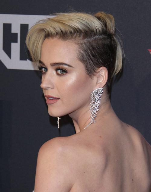 Katy Perry ilumina sus pómulos