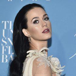Katy Perry da color a su rostro gracias a los polvos bronceadores