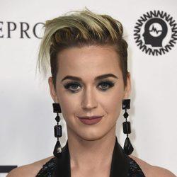 Katy Perry apuesta por unos labios marrones de acabado mate