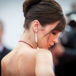 Bella Hadid opta por un elegante recogido