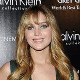 Jennifer Lawrence con melena rubia y flequillo
