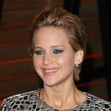 Jennifer Lawrence con cabello corto efecto mojado