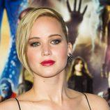 Jennifer Lawrence con cabello corto a un lado
