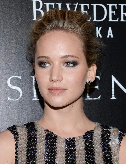 Jennifer Lawrence con melena recogida