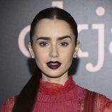 Lily Collins con un make up de vampiresa