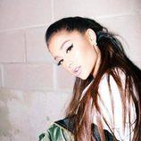 Ariana Grande apuesta por las pestañas postizas para rasgar su mirada
