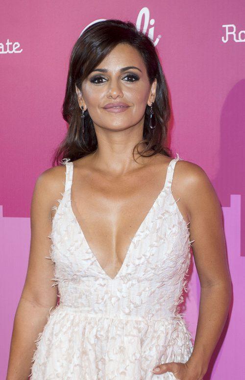 Mónica Cruz con un maquillaje natural