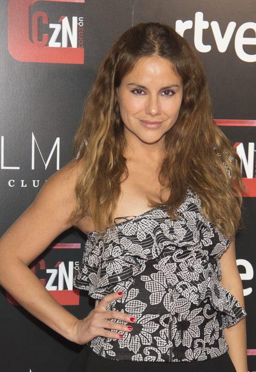 Mónica Hoyos con una melena larga con ondas