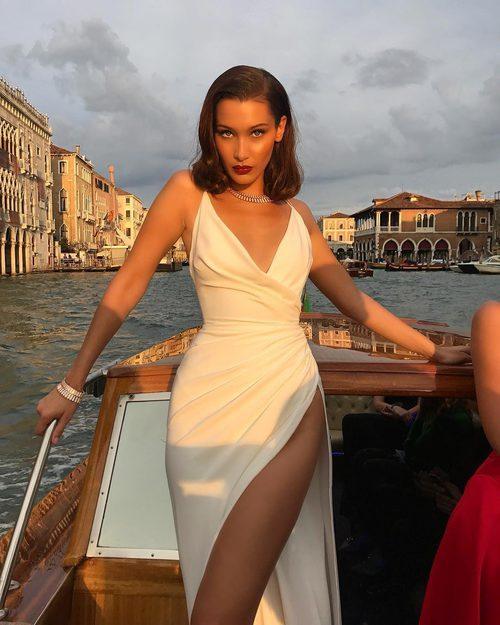 Bella Hadid con look años 20 en Venecia