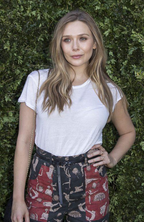 Elizabeth Olsen con un look natural