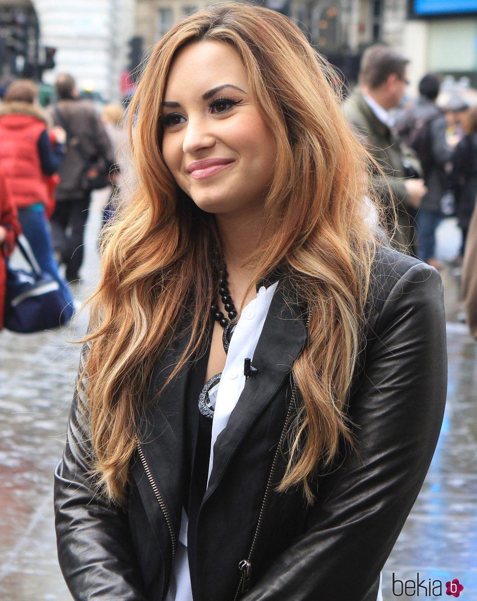 Demi Lovato Con Melena Larga Con Ondas Los Mejores Peinados De