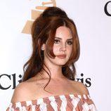 Lana Del Rey con un tupé alto