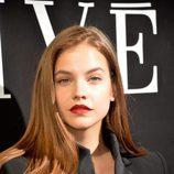 Barbara Palvin con labios rojos