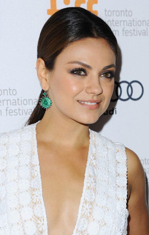 Mila Kunis con coleta baja