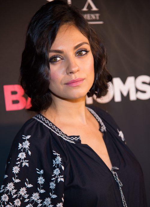 Mila Kunis con melena bob ondulada