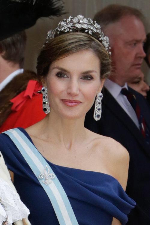 La Reina Letizia con un peinado bajo con trenzas