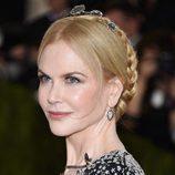 Nicole Kidman con recogido con trenzas y diadema