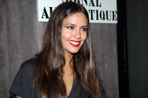 Cristina Pedroche da un toque de color a su look gracias a unos labios rojos