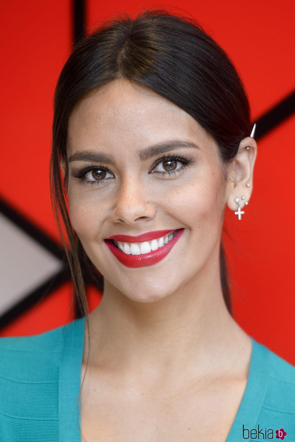 Cristina Pedroche se decanta por unos labios rojos de acabado cremoso