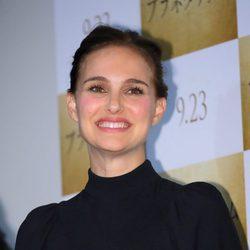 Natalie Portman con un recogido alto