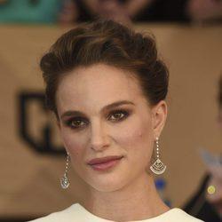 Natalie Portman con un recogido con trenzas