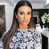Lea Michele con melena extralisa con raya en medio