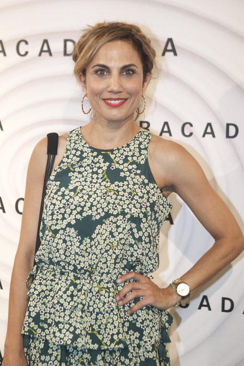 Toni Acosta con flequillo corto