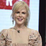 Nicole Kidman con recogido informal y labial rosa