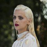 Macarena Gómez con cabello platino efecto mojado