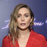 Elizabeth Olsen con maquillaje en tonos nude