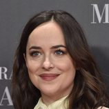 Dakota Johnson fiel a los labios marrones