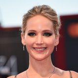 Jennifer Lawrence luciendo smokey eyes en la Mostra de Venecia 2017