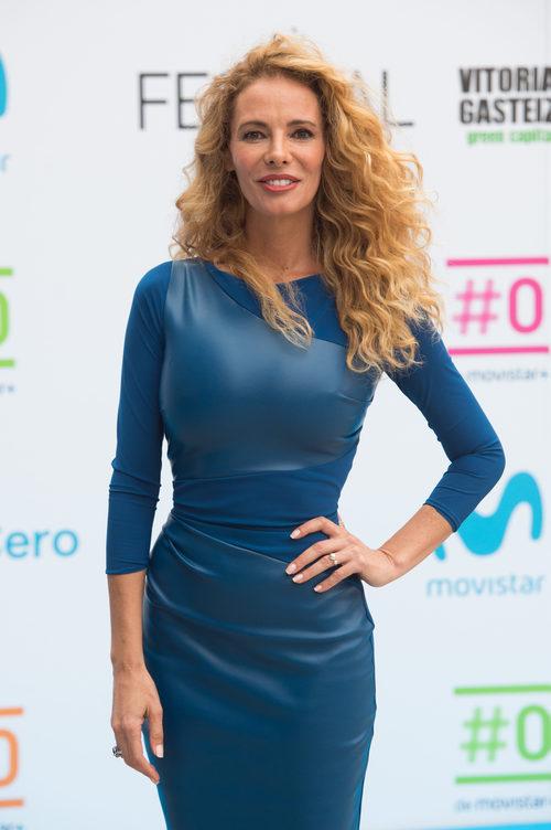 Paula Vázquez con la melena al viento presentando la programación de #0 en el FesTVal 2017
