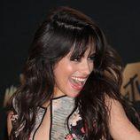 Camila Cabello apuesta por los polvos bronceadores para devolverle color al rostro