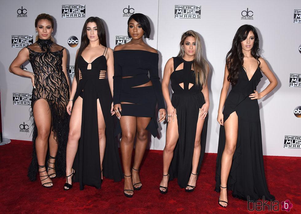 c68a528155b Fifth Harmony apuesta por la elegancia de los vestidos negros - Los ...