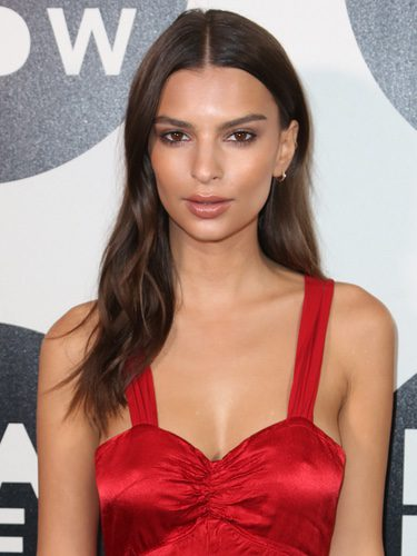 Emily Ratajkowski muy natural en la Paris Fashion Week